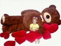 Большой плюшевый медведь с сердцем
