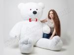 Большой белый плюшевый медведь