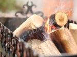 горение дров в мангале